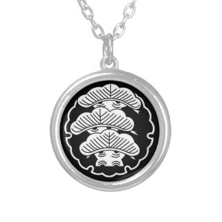 It appears in the snow wheel, three floor pine silver plated necklace