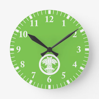 It changes to the circle, ardently in the bamboo round clock