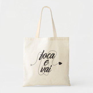 it focuses and it goes tote bag