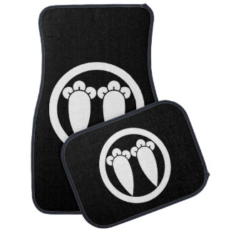 It lines up into the circle, the clove car mat