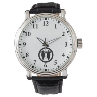 It lines up into the circle, the clove wristwatches