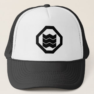 It shrinks in corner cutting angle, three trucker hat