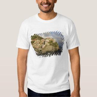 Italy, Cinque Terre, Manarola. Village on cliff. Tshirt