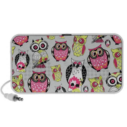 It's a hoot. Quirky Retro Owl pattern. Portable Speakers