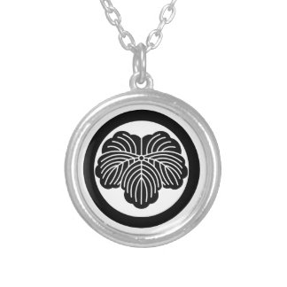 Ivy leaf in circle round pendant necklace