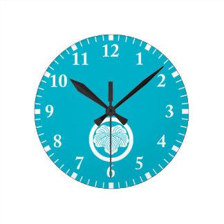Ivy leaf in circle wall clocks