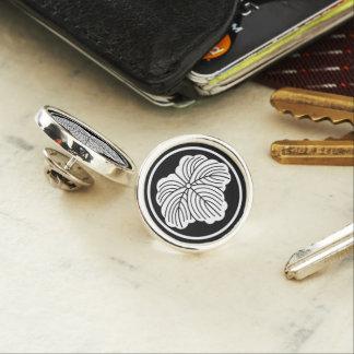 Ivy leaf in threadlike ring lapel pin