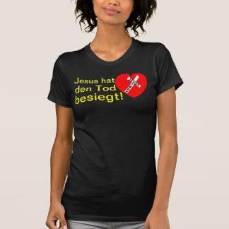 Jesus defeated death! - Jesus triumphs (heart) T Shirt