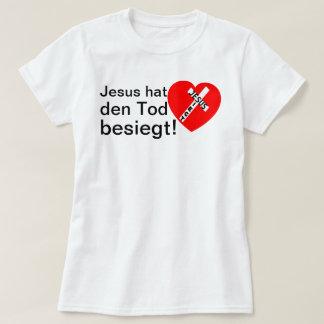 Jesus defeated death! - Jesus triumphs (heart) Tshirt