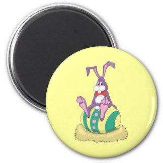 Jus Chillin' Easter Bunny on decorated egg 6 Cm Round Magnet