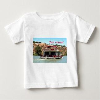 Just cruisin': houseboat, Murray River, Australia Tee Shirts