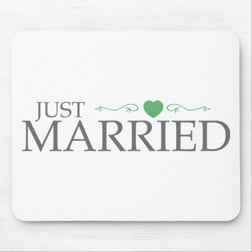 Just Married (Green Heart Scroll) Mouse Mat