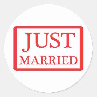 just married icon round sticker