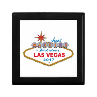Just Married In Fabulous Las Vegas 2017 (Sign) Gift Box