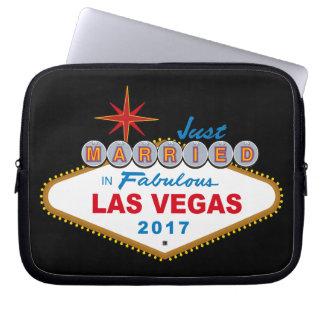 Just Married In Fabulous Las Vegas 2017 (Sign) Laptop Sleeve