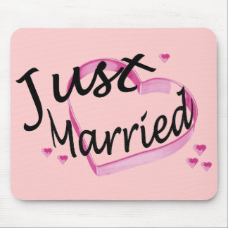Just Married Pink Hearts Mousepad