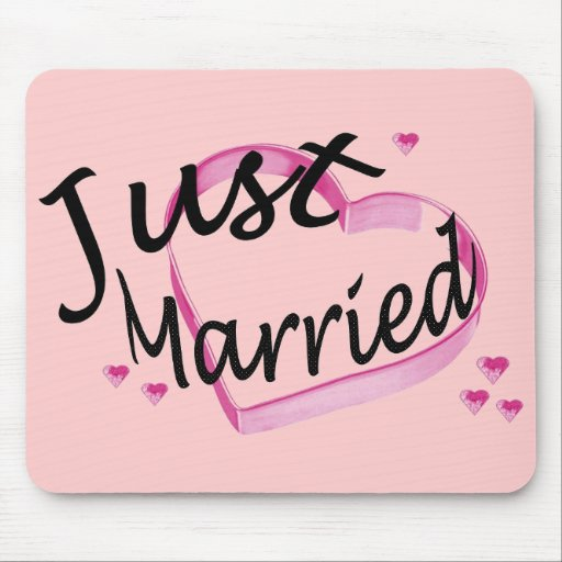 """""""Just Married"""" Pink Hearts Mousepad"""