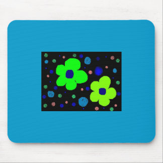 Kid's flower drawing with dots mousepad