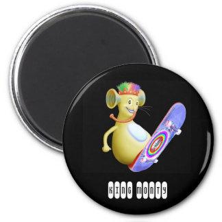 King Monty on Skate Board 6 Cm Round Magnet