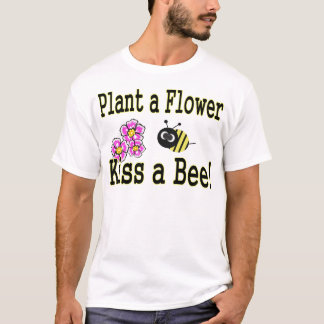 Kiss a bee with pink flowers T-Shirt