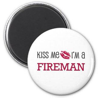 Kiss Me I'm a FIREMAN 6 Cm Round Magnet