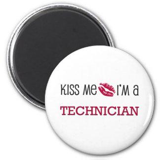 Kiss Me I'm a TECHNICIAN 6 Cm Round Magnet