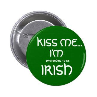 KISS ME..., I'M, pretending to be, IRISH 6 Cm Round Badge