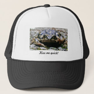 Kiss me quick! trucker hat