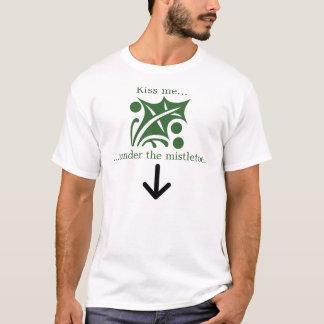 Kiss me under the mistletoe. T-Shirt