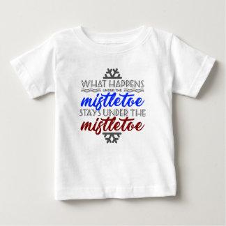 Kiss Mistletoe Crush Love Kissing Couple Baby T-Shirt