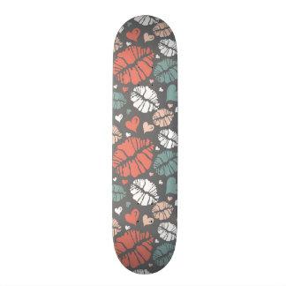Kiss Print And Heart Pattern Skate Board