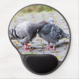 Kissing pigeons gel mouse pad