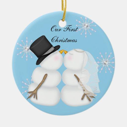 Kissing Snowmen Married Our First Chrismas Snowfla Round Ceramic Decoration
