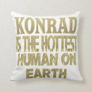 Konrad Pillow