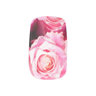 La vie en rose minx nail art