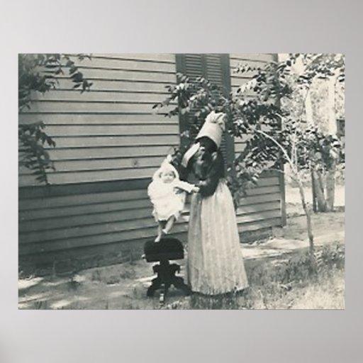 lady with bonnet child seat print