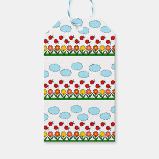 Ladybugs and flowers pattern gift tags