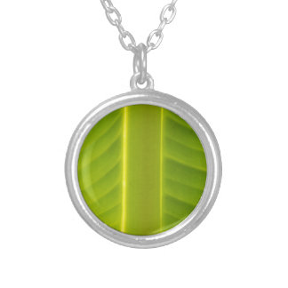leaf in the garden round pendant necklace