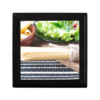 Lettuce in a black plate, pasta in a wooden bowl gift box