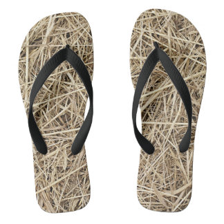LIGHT COLORED STRAW THONGS