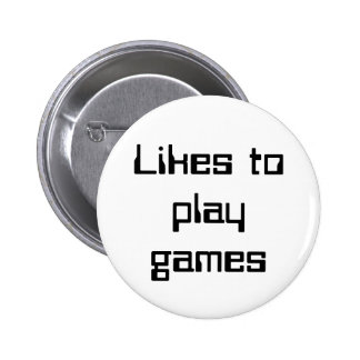 Likes to play games 6 cm round badge