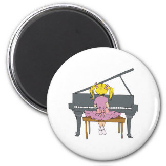 little girl playing piano 6 cm round magnet