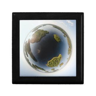 Little planet lake gift box