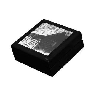Log Cabin Small Square Gift Box