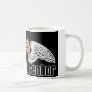 logo fundo preto coffee mugs