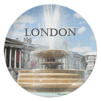 London: Trafalgar Square fountain Party Plates