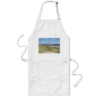 Long kitchen apron Fehmarnsundbrücke
