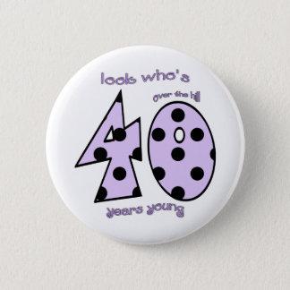 look who's 40 birthday - purple polka dots 6 cm round badge
