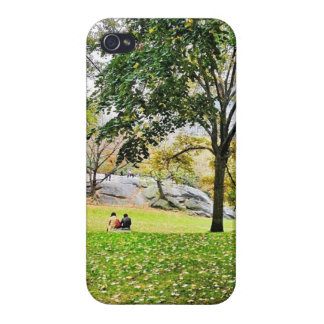 Love in Central Park iPhone 4/4S Cases