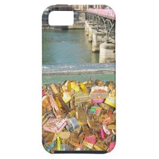 Love locks tough iPhone 5 case